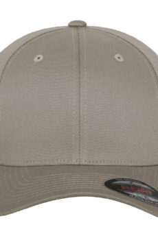 Fitted Baseball Cap von der Marke Flexfit in Silver